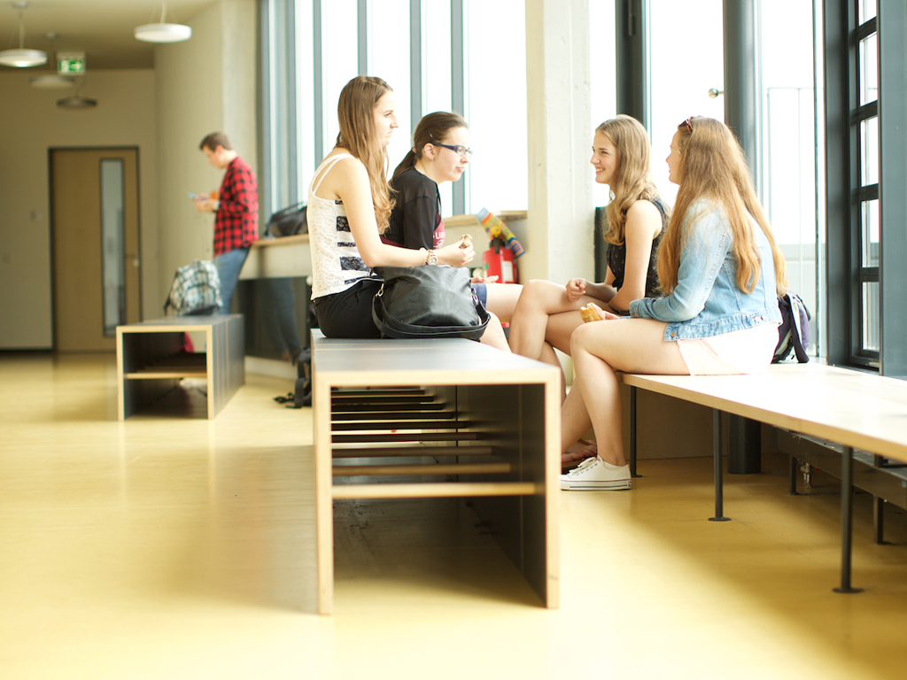 Schülerinnen an der Carlo Schmid Schule Karlsruhe