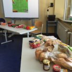 Schülerinnen der Carlo Schmid Schule Mannheim veranstaltern gesundes Frühstück